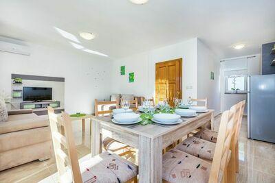 Maison de vacances contemporaine à Dramalj avec piscine