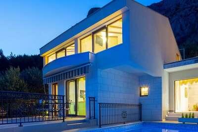 Villa moderne avec vue sur montagnes à Makarska