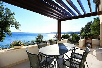 Villa spacieuse à Maslenica avec terrasse