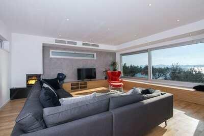 Villa de luxe avec jardin privé près de la mer à Kožino