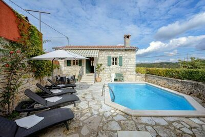 Maison de vacances moderne à Tinjan, Croatie, avec piscine