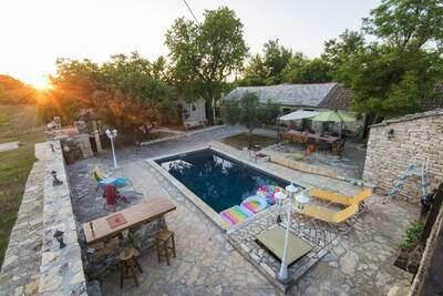 Charmante maison de vacances avec piscine à Bukovic