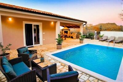 Maison de vacances confortable dans Šorici avec piscine