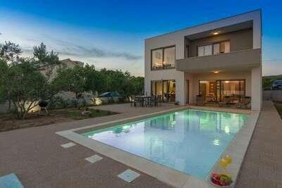 Villa de luxe à Turanj avec piscine