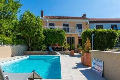 Spacieuse maison de vacances avec piscine à Kvarner