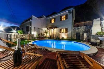 Maison de vacances confortable avec piscine à Kvarner
