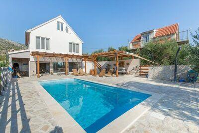 Boutique Maison de vacances à Donje Polje avec piscine