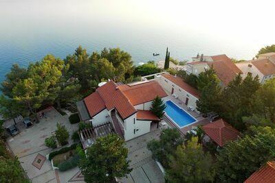 Maison de vacances spacieuse à Starigrad avec piscine
