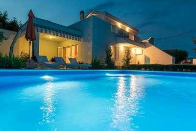 Belle villa à Vrsi avec jardin