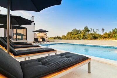 Belle villa à Kaštel en Croatie avec piscine