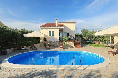 Villa moderne à Polaca avec piscine