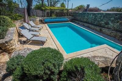 Maison de vacances à Heraki, Croatie, avec piscine privée