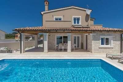 Villa spacieuse à Pula avec piscine