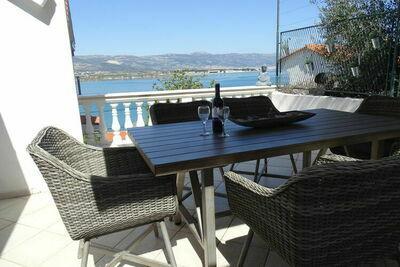 Maison de vacances du patrimoine à Mastrinka avec balcon