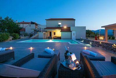 Superbe villa à Ugljane avec piscine