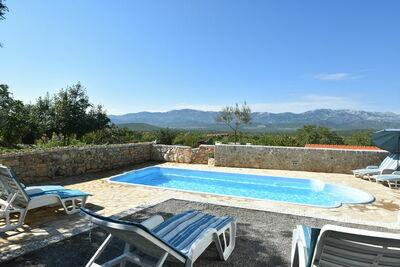 Maison de vacances spacieuse à Trilj avec piscine