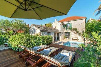 Exquise maison de vacances avec piscine privée à Supetar