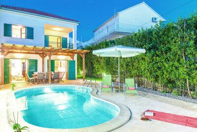 Agréable villa avec piscine privée à Hvar
