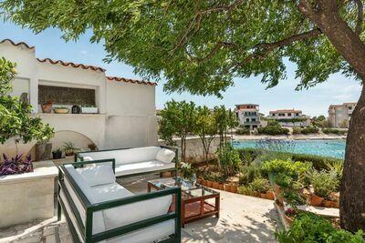 Maison de vacances de luxe à Dvornica près de la plage