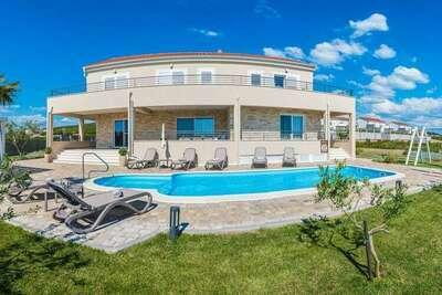 Villa de luxe avec piscine à Debeljak