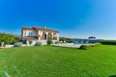 Villa spacieuse à Debeljak avec piscine privée