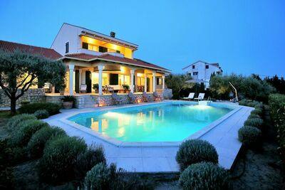 Belle villa avec piscine privée à Kozino