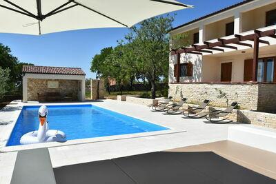 Coquette villa à Slivnica avec piscine