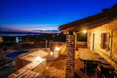 Magnifique maison de vacances à Jasenice avec piscine