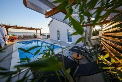 Jolie maison de vacances avec piscine privée