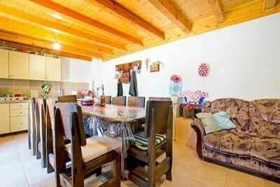 Charmante maison de vacances avec jardin à Seline