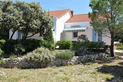 Maison de vacances paisible avec terrasse à Mandre, Croatie