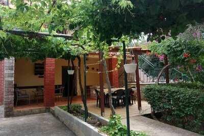 Maison de vacances moderne à Ugljan avec terrasse