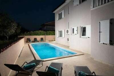 Villa moderne avec piscine à Loborika