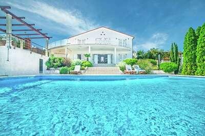 Luxueuse villa individuelle à Ližnjan avec piscine