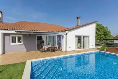 Villa moderne à Rovinjsko, Selo avec piscine et jacuzzi