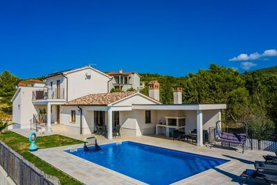 Villa moderne à Sveti Lovrec Labinsk avec piscine