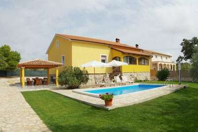 Villa paisible avec piscine privée sur Juršici