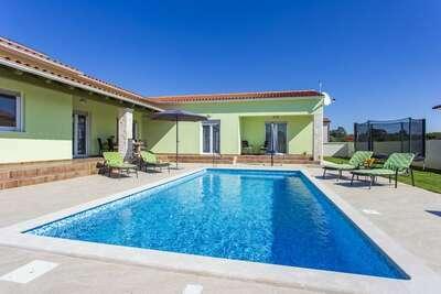 Villa individuelle à Svetvinčenat avec piscine et fitness