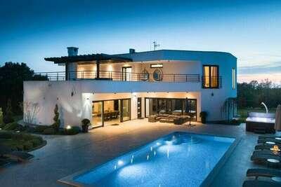 Villa de luxe à Juršici avec piscine