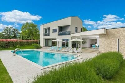 Villa moderne à Kringa avec jacuzzi