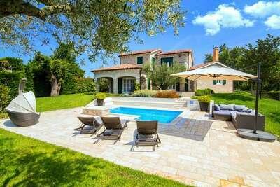Villa de luxe à Banki avec piscine