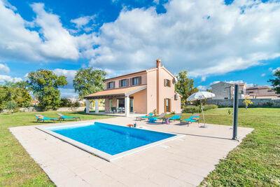 Villa confortable à Sveti Lovrec avec piscine privée