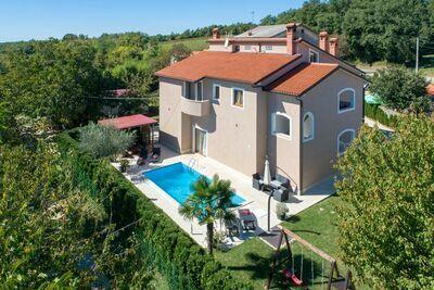Villa spacieuse à Vižinada avec piscine