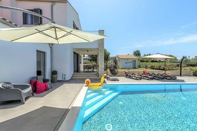 Villa moderne avec jaccuzzi à Selina, Croatie