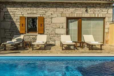Charmante maison en pierre avec piscine à Zgrabljici