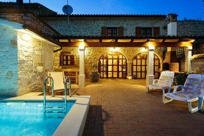 Confortable maison de vacances à Vrsar avec piscine