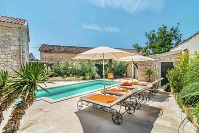 Belle villa à Vrsar avec cheminée