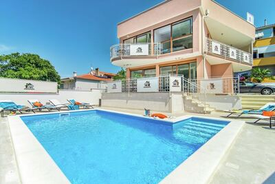 Villa Novigrad spacieuse avec jacuzzi
