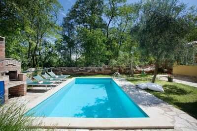 Maison de vacances paisible à Umag avec piscine