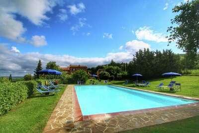 Charmante ferme avec piscine en Toscane